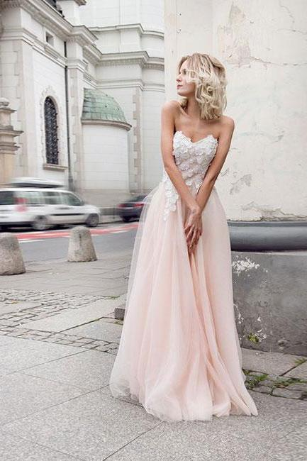 Sleeveless Wedding Dress with Lace Petals