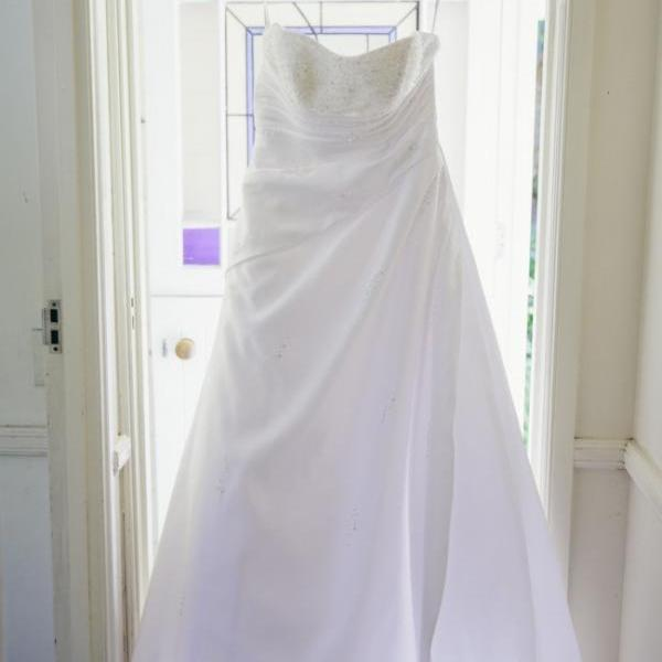 Strpaless Wedding Dress with Crystal Beading