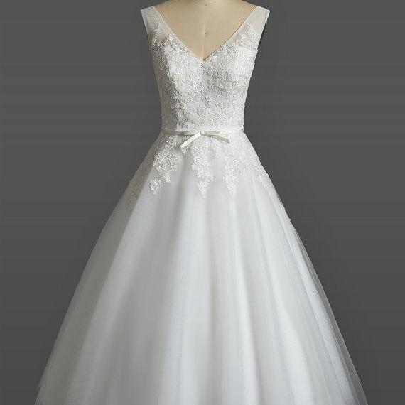 Floral Lace Appliques Plunge V Sleeveless Short Tulle Wedding Dress Featuring Bow Accent Belt